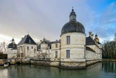 Взгляд величественного французского замка в Tanlay, бургундский, Франция Стоковые Изображения