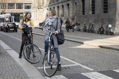 Взгляд велосипедиста на улице Амстердама, Netherland Стоковая Фотография