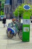 Взгляд велосипедов на автостоянке ренты велосипеда города в Катовице, Польше Стоковые Изображения