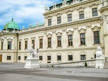 Взгляд верхнего дворца бельведера внешний частично, в Вене, Австрия стоковые изображения rf