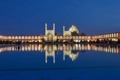 Взгляд вечера мечети с освещением ночи, Isfahan Shah, инфракрасн стоковое изображение rf