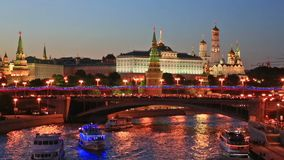 Взгляд вечера Москвы Кремля акции видеоматериалы