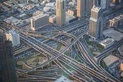 Взгляд взаимообмена от верхней части в Дубай, ОАЭ Стоковые Фотографии RF