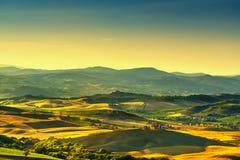 Взгляд, виноградник и зеленый цвет сельской местности Montalcino Amiata панорамный Стоковые Изображения