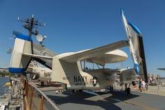 Взгляд воинских самолетов на палубе моря USS бестрепетного, музей воздушного пространства Стоковое Изображение