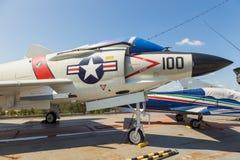 Взгляд воинских самолетов на палубе моря USS бестрепетного, музей воздушного пространства Стоковые Фото