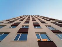Взгляд восстания небоскреба в свете утра стоковое изображение rf