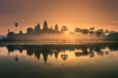Взгляд восхода солнца древнего храма сложного Angkor Wat Siem Reap, Камбоджи Стоковые Фотографии RF