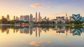 Взгляд восхода солнца панорамный города Куалаа-Лумпур, Малайзии Стоковое фото RF