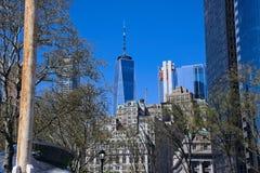 Взгляд всемирного торгового центра от парка батареи NYC стоковые фото