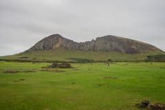 Взгляд вулкана Rano Raraku, карьер moai в острове пасхи стоковая фотография