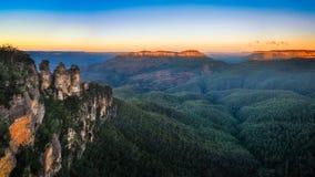 Взгляд в голубых горах, Австралия восхода солнца 3 сестер Стоковое Изображение RF