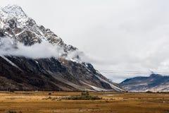 Взгляд в гористой местности, Тибете, Китае стоковые изображения