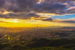 Взгляд в Сеуле перед заходом солнца и зданиями Стоковые Фото