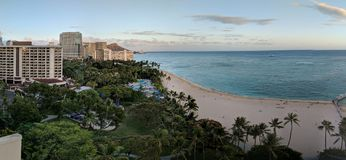 Взгляд Гаваи ландшафта пляжа Waikiki стоковые фотографии rf