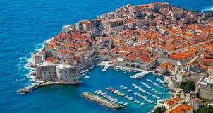 Взгляд гавани и старого городка Дубровника стоковое фото rf