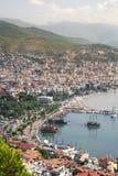 Взгляд гавани от верхней части, южного побережья Alanya Турции Крыши, корабли и горы, turkish riviera стоковые изображения rf