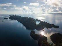 Взгляд глаза ` s птицы удаленных островов в радже Ampat стоковое фото