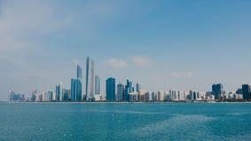 Взгляд горизонта Абу-Даби, Объениненных Арабских Эмиратов стоковые изображения