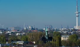 Взгляд горизонта Гамбурга от крыши стоковая фотография