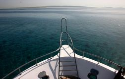 Взгляд горизонта Красного Моря от палубы яхты удовольствия стоковое изображение