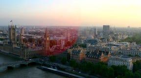 Взгляд горизонта Лондона, Англии на заходе солнца стоковые фото