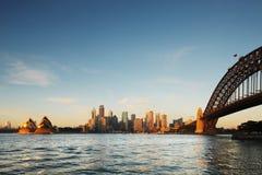 Взгляд горизонта оперного театра Сиднея и гавани b Стоковое Фото