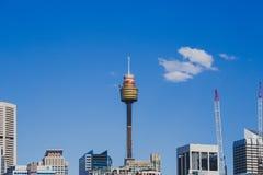 Взгляд горизонта Сиднея CBD как увидено от гавани милочки Стоковые Фото