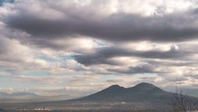 Взгляд города Неаполь и Vesuvius от Национального музея Сан Martino стоковое фото rf