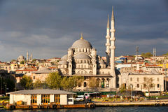Взгляд города Стамбула и новой мечети Стоковые Изображения RF