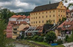 Взгляд города Cesky Krumlov средневекового и реки Влтавы в чехии Стоковые Изображения