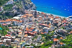 Взгляд города Minori на побережье Амальфи стоковые изображения rf