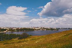 Взгляд города Nizhny Tagil от вершины горы Стоковые Изображения