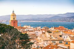 Взгляд города St Tropez, Провансали, ` Azur Коута d, popul стоковая фотография