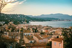 Взгляд города St Tropez, Провансали, ` Azur Коута d, popul стоковая фотография rf