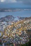 Взгляд городка Бергена увиденный от саммита держателя Ulriken Стоковые Изображения RF