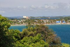 Взгляд городка и гавани в заднем заливе, Trincomalee, Шри-Ланке, Азии стоковые фотографии rf