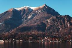 Взгляд городка одного Varenna малых красивых городков на озере Como, Ломбардии, Италии Стоковая Фотография RF