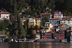 Взгляд городка одного Varenna малых красивых городков на озере Como, Ломбардии, Италии Стоковое Изображение