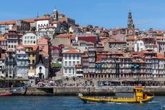 Взгляд городка ` s Порту старого с другой стороны реки Дуэро Стоковая Фотография RF