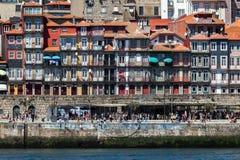 Взгляд городка ` s Порту старого с другой стороны реки Дуэро Стоковые Изображения RF