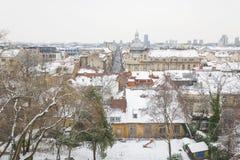 Взгляд городских крыш Загреба покрытых со снегом 2883 стоковое изображение