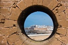 Взгляд городского пейзажа Essaouira воздушный панорамный от старой португальской крепости Sqala du Порта на побережье Атлантическ Стоковые Изображения RF