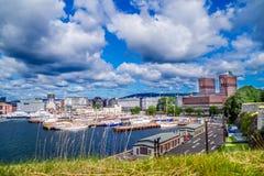 Взгляд городской ратуши в Осло, Норвегии стоковое изображение rf