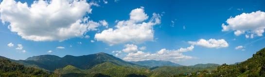 Взгляд горы и неба Стоковое Изображение RF