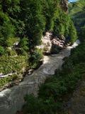 Взгляд горы и реки стоковое изображение