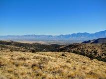 Взгляд горы пустыни долины и Уосата озера сол передние в падении осени розовый каньон желтеет вилку, большой утес и Waterf Стоковые Изображения