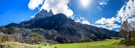 Взгляд горы Pic Du Midi Ossau, Франции, Пиренеи стоковое изображение