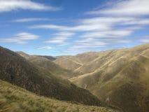 Взгляд гор в Capilla del Monte, rdoba ³ CÃ, Аргентине на озере Лос Alazanes Стоковое Фото