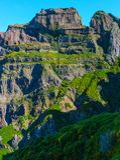 Взгляд гор на трассе Pico Areeiro - Pico Ruivo, острове Мадейры, Португалии, Европе Стоковое Изображение